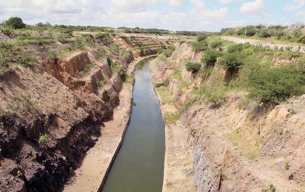 Após 10 anos, Eixão das Águas causou diversos impactos ao longo dos 255km de extensão, incluindo alterações visuais na paisagem (Foto: Coletivo Nigéria)