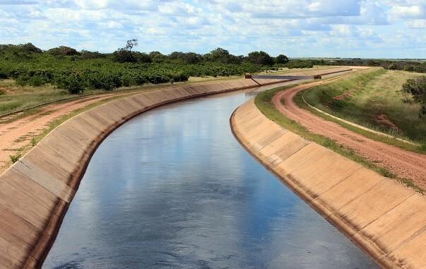 Parte aberta do canal do projeto Eixão das Águas (Foto: Coletivo Nigéria)