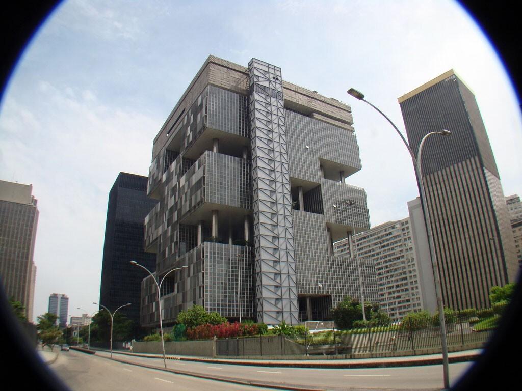 Edifício-sede da Petrobras: obra que marcou o início da atuação da Odebrecht no Sudeste – Foto: Rodrigo Soldon