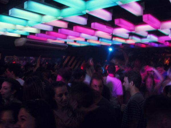 Aulas práticas do curso  em um clube noturno de SP / Foto: Christian