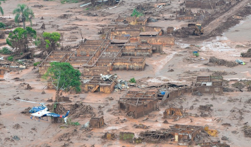 the samarco dam collapse Understand the collapse on november 5, 2015, there was an abrupt rupture of the tailings containment structure at the fundão dam at the germano plant in mariana (mg) operated by samarco unfortunately, 19 people, including members of the community and employees of samarco and contractors, disappeared.