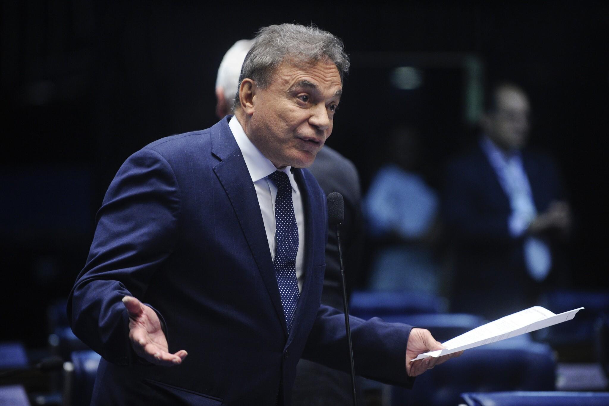Favorável à PEC dos gastos, o senador Alvaro Dias (PV-PR) acha que outras medidas seriam necessárias